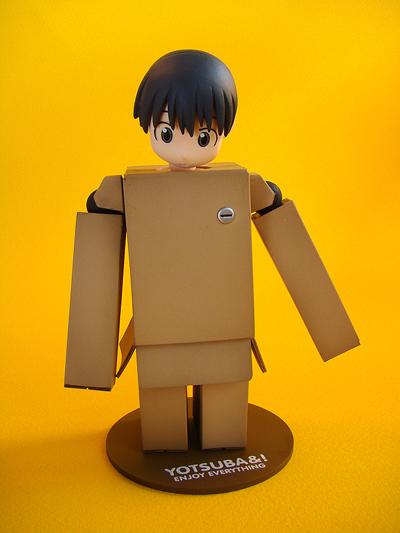 revoltech-danbo-figure-04.jpg